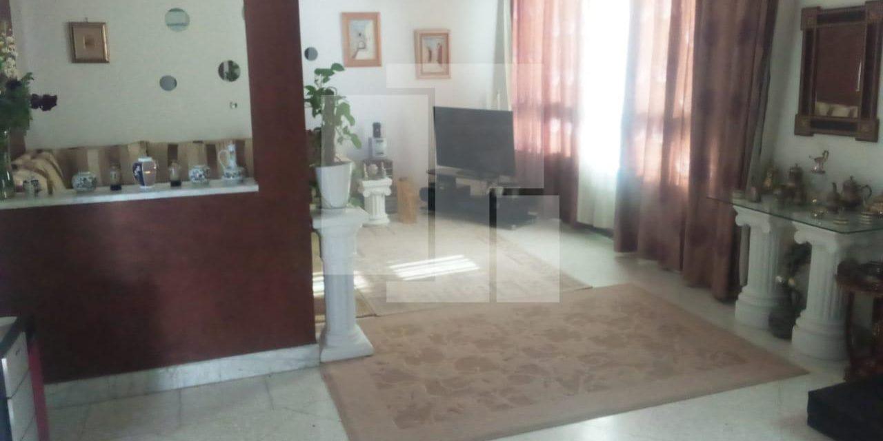 Etage de villa avec une terrasse et un studio, La Marsa