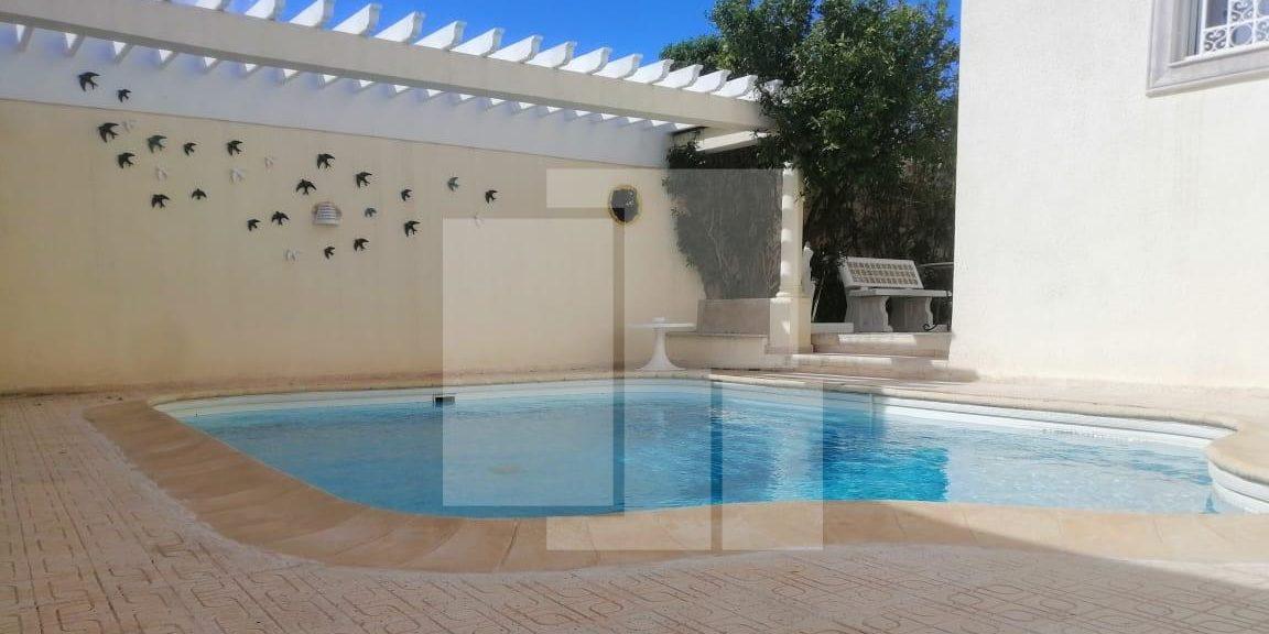 Rez-de-chaussée de villa indépendant avec un jardin et une piscine, La Marsa